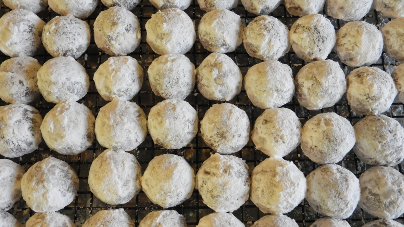 Chocolate Snowballs No. 2 - Feature 2